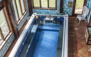 The Winking Rosebud - pool